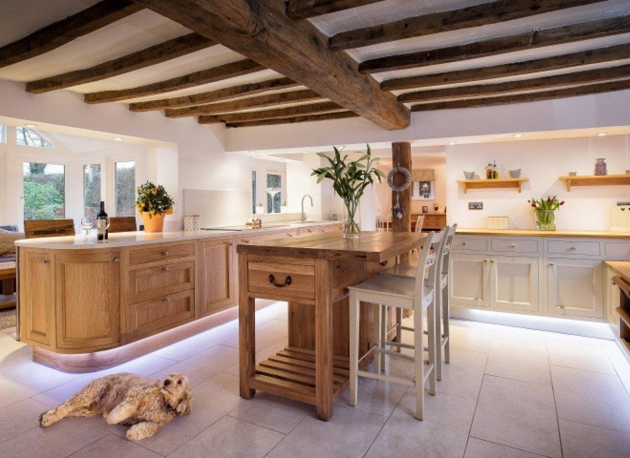 Дизайн кухни-столовой в стиле кантри