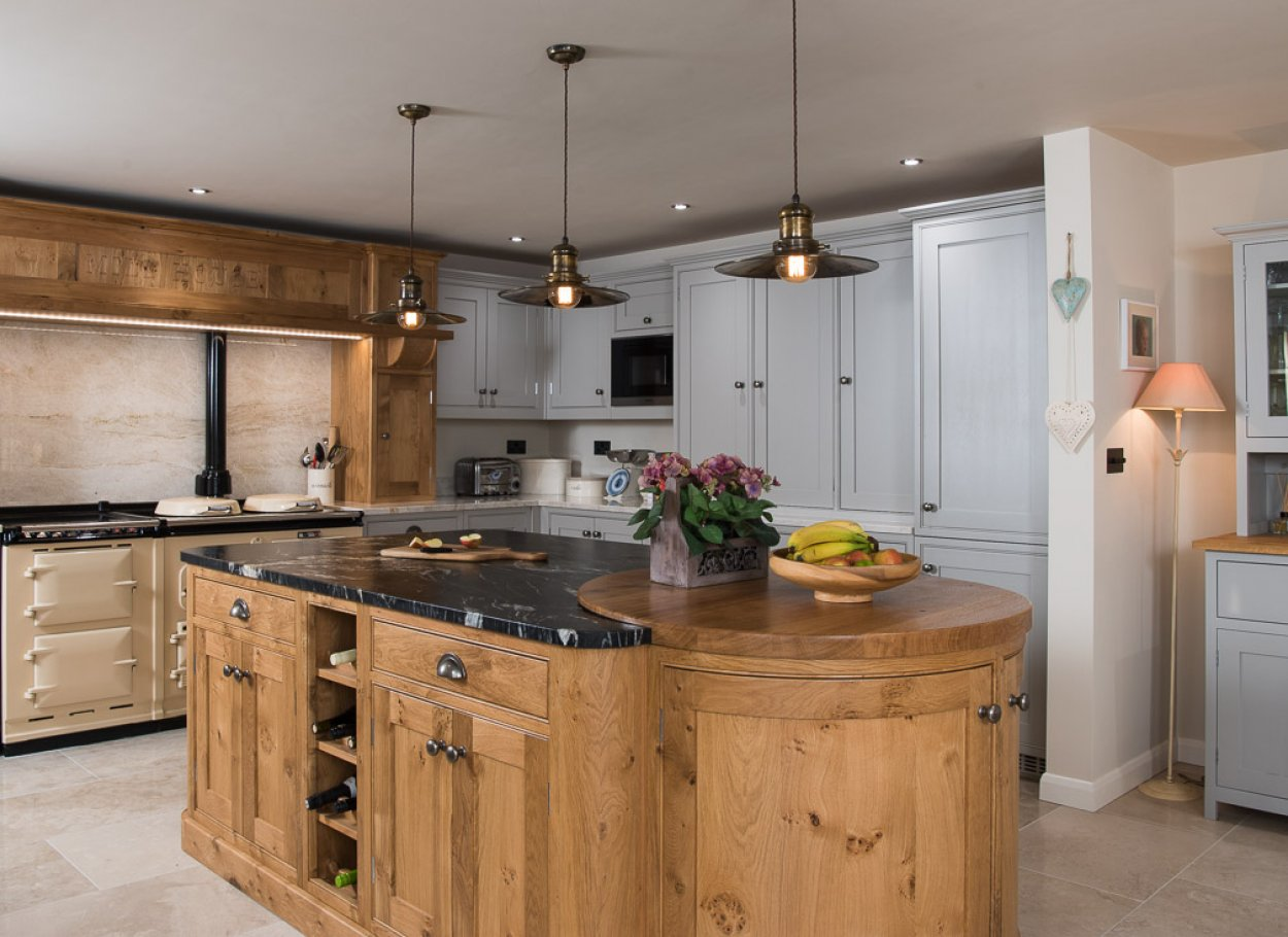 Pippy Oak and Painted Kitchen